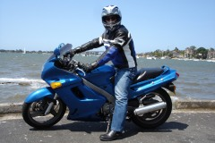 Riding my Kawasaki ZZR