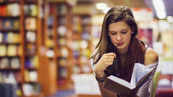 Girl-reading-at-library